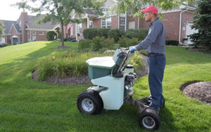 lawn fertilization and fertilizer spreading